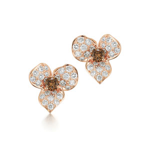 Diamond stud earrings from the Floral Collection in 18K rose gold