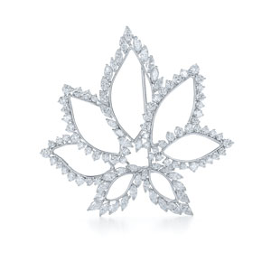 Diamond flower brooch from the Kwiat Collection in platinum